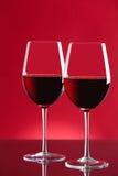 Dos vidrios de vino rojo Fotos de archivo libres de regalías