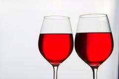 Dos vidrios de vino rojo aislados Foto de archivo libre de regalías