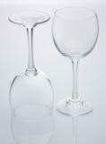 Dos vidrios de vino vacíos Imagenes de archivo