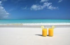 Dos vidrios de zumo de naranja Imagen de archivo libre de regalías