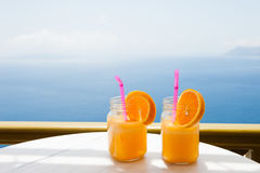 Dos vidrios de zumo de naranja fresco Imagenes de archivo
