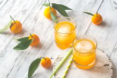 Dos vidrios de zumo de naranja Fotografía de archivo
