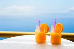 Dos vidrios de zumo de naranja fresco Fotos de archivo libres de regalías