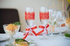 Dos vidrios decorativos del champán Fotografía de archivo