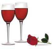 Dos vidrios del vino rojo y de una rosa. Imagenes de archivo