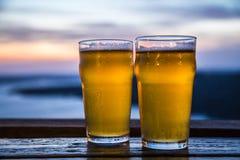 Dos vidrios frescos de cerveza Imagenes de archivo