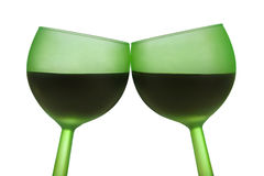 Dos vidrios verdes con el vino rojo Foto de archivo