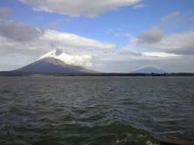 Dos volcanes de la isla de Ometepe, Nicaragua Foto de archivo libre de regalías
