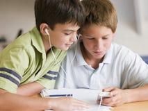 Dos Young Boys distraídos de su preparación Fotos de archivo libres de regalías