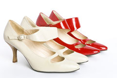 Dos zapatos de las nuevas señoras elegantes de los pares Fotos de archivo