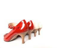 Dos zapatos de las nuevas señoras elegantes de los pares Imágenes de archivo libres de regalías