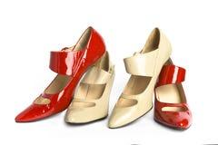 Dos zapatos de las nuevas señoras elegantes de los pares Fotografía de archivo