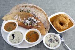 Dosa avec le chutney de sambar de Vada Photos libres de droits