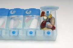 Dosage hebdomadaire de médicament image libre de droits