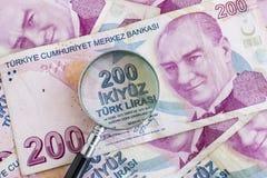 Doscientos billetes de banco de lira turca en la circulación fotos de archivo