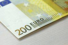 Doscientos euros Euro 200 con una nota Euro 200 Imagen de archivo libre de regalías