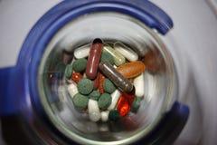 Dose quotidienne de pilules photos stock
