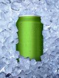 Dosen auf Eisweißhintergrund lizenzfreies stockfoto