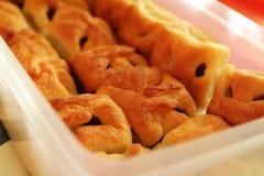 Dosishoogtepunt van smakelijke eigengemaakte appelcakes Royalty-vrije Stock Afbeelding
