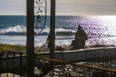 Doskonalić fala na słonecznym dniu z pierwszoplanowym tła bohkeh Zdjęcia Stock