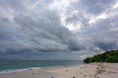 Doskonalić Tropikalna plaża w Maldives zdjęcia stock