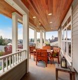 Doskonalić zakrywającego balkon z widokiem Zdjęcia Royalty Free