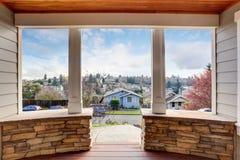 Doskonalić zakrywającego balkon z widokiem Obrazy Royalty Free