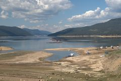 Dospat behållarsjö, BulgarienlandskapRhodope berg Royaltyfri Fotografi