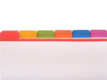 Dossier avec des étiquettes de couleur images stock