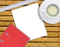 Dossier avec la tasse de café sur la table Photographie stock libre de droits