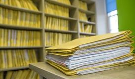 Dossier in bureau royalty-vrije stock afbeeldingen