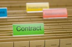Dossieromslag met Contract wordt geëtiketteerd dat Stock Afbeelding