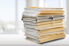 Dossiers avec des documents d'isolement dessus Photographie stock