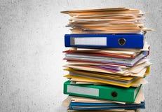 Dossiers avec des documents d'isolement dessus Photo stock