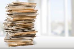 Dossiers avec des documents sur le fond Images stock