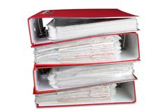 Dossiers avec des documents sur le fond blanc Photographie stock libre de droits