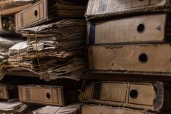 Dossiers dans la chambre d'archives photos stock