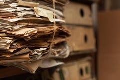 Dossiers dans la chambre d'archives photos libres de droits