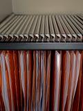 Dossiers de meuble d'archivage - détail de bureau photos stock