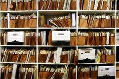 Dossiers op Plank Stock Afbeelding
