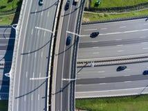 Dostęp autostrady krzyżuje przy różnym poziomem Odgórny widok zdjęcie stock