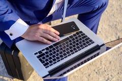 Dostęp baza danych Rewizi informacja online Zmian położenia rewizja ewidencyjny patrzeć online daj $ obrazy royalty free