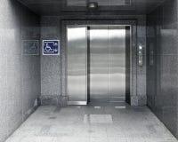 Dostępna winda z znakiem i marmurową struktury nawą fotografia royalty free