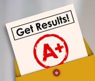 Dostaje rezultata wykazu ocen ucznia listu stopień A+ Obrazy Stock