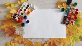 Dostawać kreatywnie proces, przygotowanie Jesieni rzeczy dla twórczości i liście zbiory