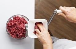 Dostawać minced używać maszynka do mięsa Fotografia Stock