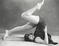 Dostawać w joga pługu pozę Fotografia Stock