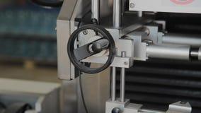 Dostosowanie gałeczka na fabrycznej maszynie zbiory