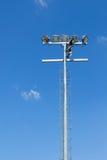 Dostrzega lekkiego słupa z niebieskim niebem w stadium Obrazy Royalty Free