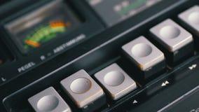 Dosunięcie sztuki guzik na rocznik taśmy pisaku Tranzystorowy retro radio zbiory